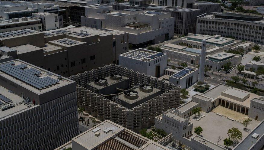 Солнечные батареи на крышах зданий в Катаре